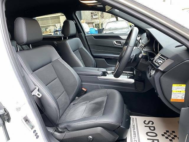 【ハーフレザーシート】で高級感があります!車内に嫌な臭いもなく、シートの状態も◎です!