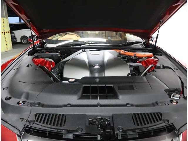 3500ccV6+モーターのハイブリッド車です