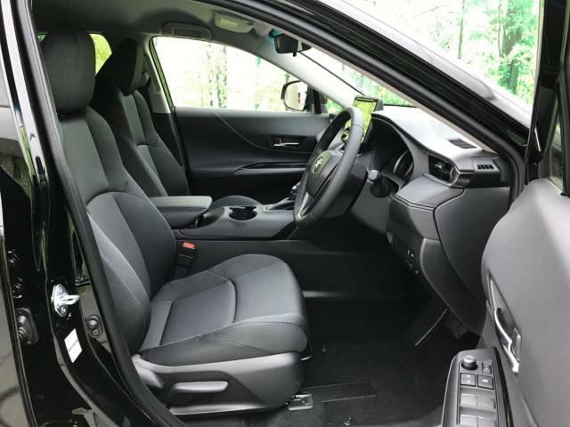 【運転席シートリフター】シートの着座部分を上げたり下げたりできますので、自分好みのシートポジションが細かく決めれます。
