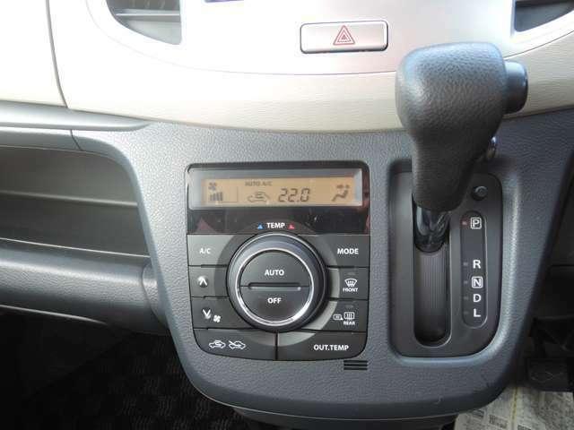 フルオートエアコンですので、いちいち細かい調整も必要なく、簡単に車内を快適にすることができます♪