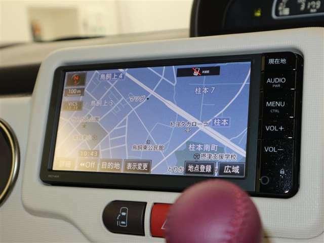 純正SDナビ(テレビ付)搭載で、初めての道や遠出でも安心です!もちろんCDプレーヤー搭載♪
