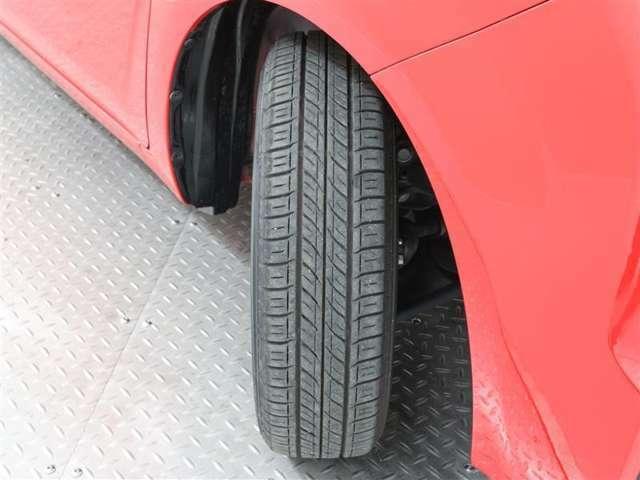 タイヤの残り溝は6mmです