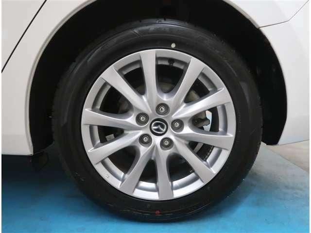 【タイヤ・ホイール】225/55R17サイズの純正アルミホイールです。タイヤ溝は約8mmになります。