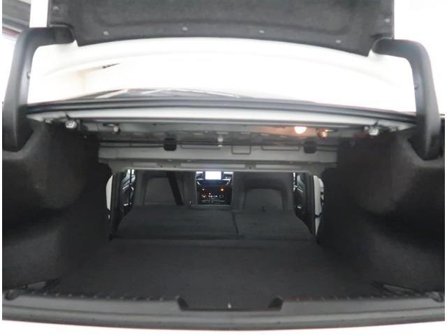 【トランク】リヤシートを倒すと長いお荷物も積載可能です。