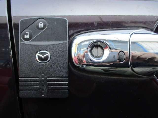 Bプラン画像:スマートキーですので、バックなどからキーを取り出さずにエンジン始動が行えます♪ドアの開錠・施錠もボタン一つですのでラクラクです♪