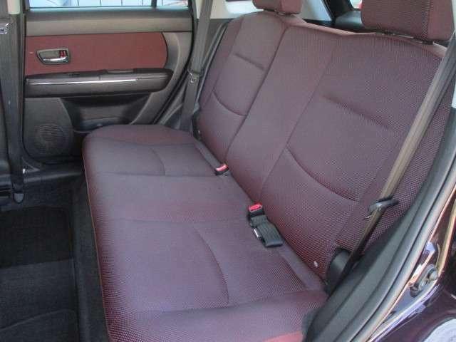 後部座席のシートは座面も大きく座り心地も良好です♪後席にお乗りになられる方も快適にご乗車頂けます♪