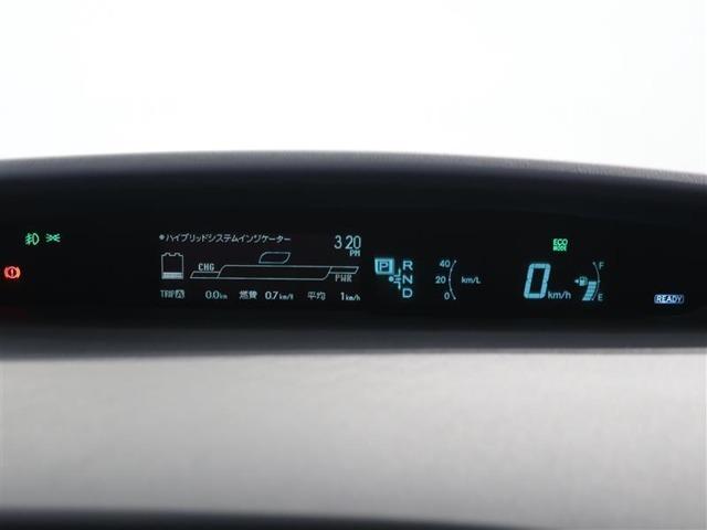 詳細まで表示可能なデジタルメーター。エネルギーモニターでエンジン、モーター、ハイブリッドバッテリーの動力の動きを確認したり、ハイブッドインジケーターで燃費の良い走り、環境に良い走りを実現!