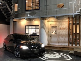 BMW M5 4.4 サンルーフ/黒革シート/20インチ/HDDナビ