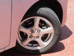 タイヤサイズは155・65・14になり社外アルミになります。