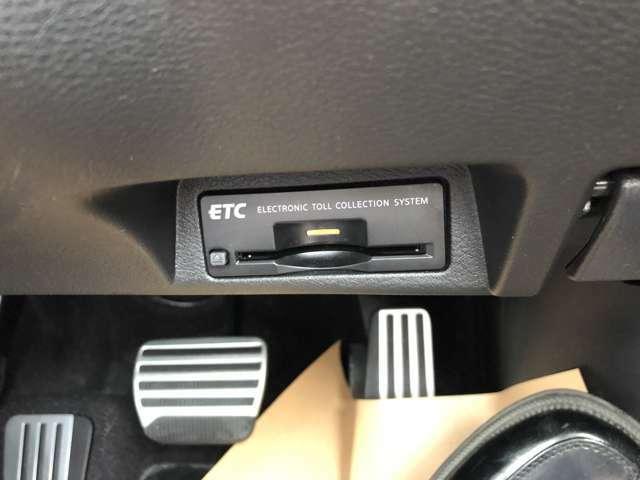 ETC車載器装備、高速道路使用には欠かせない装備です。