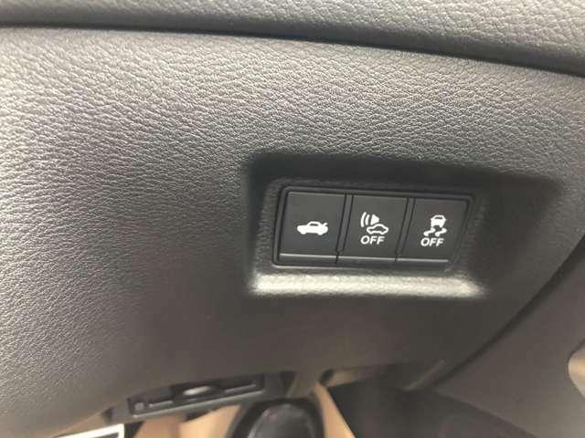 トランクオープナー、車両接近通報装置、車両逸脱警報などのスイッチ類。