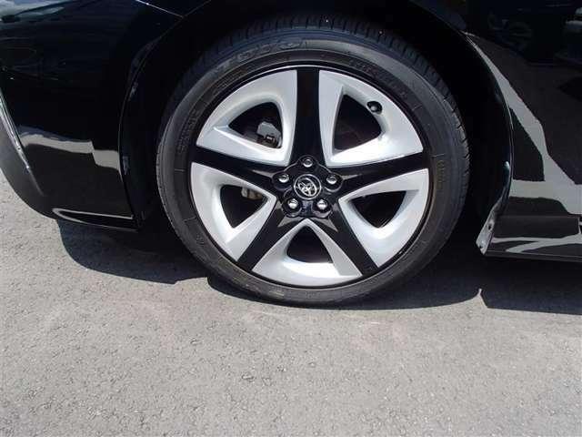 純正17インチアルミホイール&セミキャップ タイヤサイズ:215/45R17