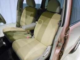 運転席・助手席は優しい色合いのシート色です♪  柔らかく座りやすいです♪
