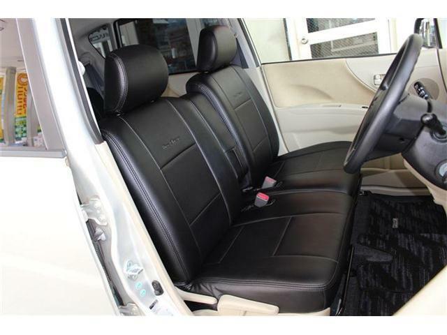 運転席・助手席の写真です☆CLAZZIOシートカバー付いております♪