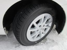 〔装着タイヤ〕 溝は8部山ほど残っております。