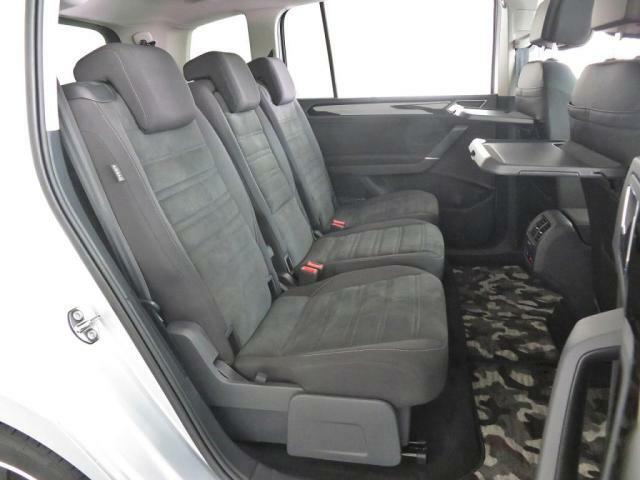 セカンドシートはフロントシートよりも少し高く設置され、疲れにくく、安全に同乗できる設計となっております。