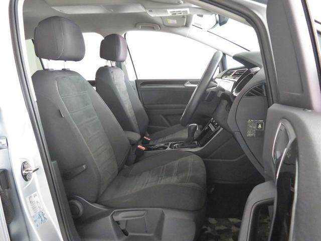 社用車でしたので丁寧に取り扱われており、とてもきれいです。