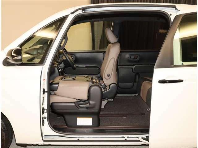 ネットでお車をお探しの方でも、お車の状態が一目で分かりやすい評価表 表示。トヨタ検査員による品質評価表つきで車両の状態詳細を明記致しております。自信を持っておすすめ出来るお車です。