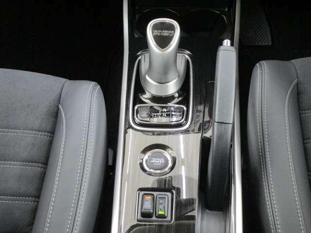 ジョイスティック式フロアシフト 運転席助手席シートヒーター装備