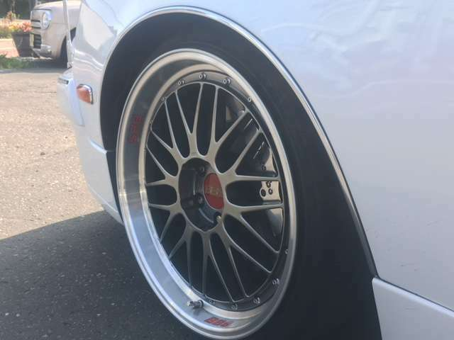 20セット限定9.5J+25、10.5J+5、20インチBBSアルミホイール パールホワイト全塗装 エアサス ブレンボキャリパー ワンオフエアロ