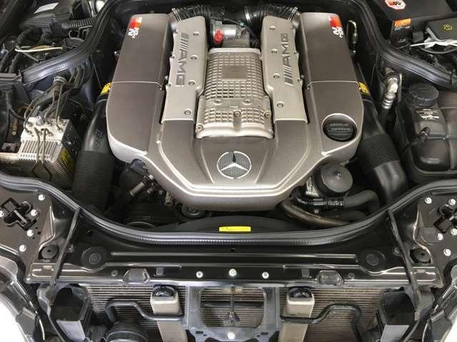 AMGの迫力あるエンジンです。エンジンルームもきれいです。