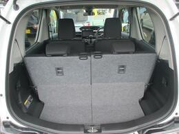 後席の後ろには荷室スペースがございます。シートアレンジで使い分けできます。