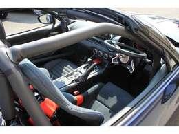 ナルディーのステアリングは乗降性を考えてはね上げ可能です。また純正のステアリングスイッチも使用可能です♪クルーズコントロールはリミッター解除済みですので楽々高速ドライブ出来ます♪