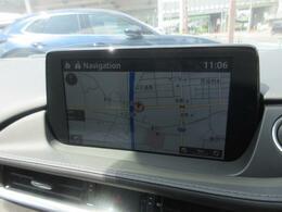 コマンダーコントロールの「NAV」ボタンを押すとナビが作動します!次に曲がる方向を示すターンバイターンがフロントガラスにに表示されます。運転しながらの進路確認がよりしやすいです!