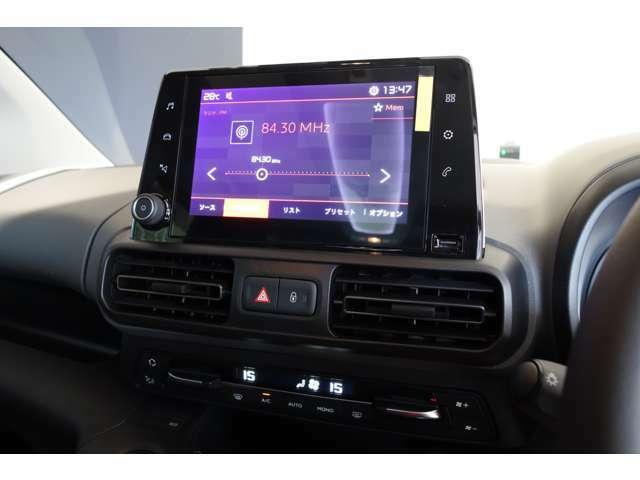 8インチタッチスクリーンを装備。エアコンやオーディオ、ハンズフリー通話、ADASなどの操作を指先で直感的に行えます。