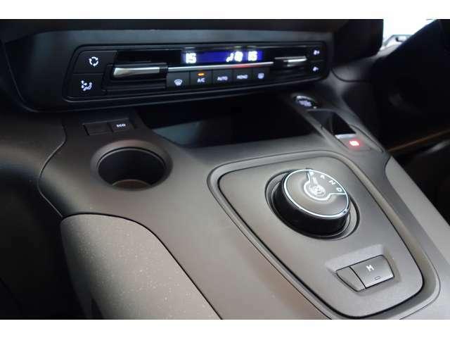 トランスミッションは最新世代の8速AT、EAT8を搭載。コンピューター制御による高精度なギアシフトで、全ての速度粋でのエンジンパフォーマンスを引き出すと共に優れた燃費性能を実現します。