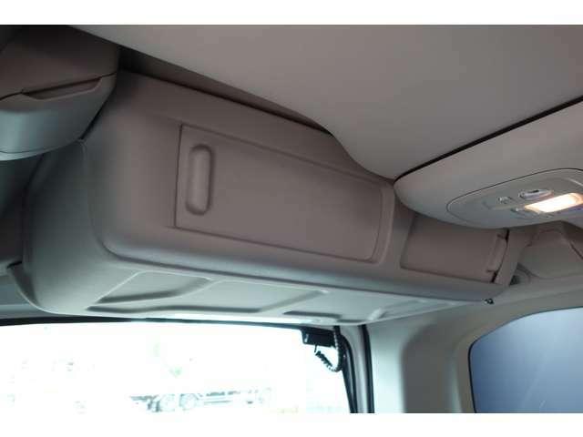 リアシーリングボックスはリアシートからもアクセス可能