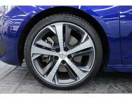 タイヤサイズは225/40R18となっており、ローテーションも可能です。
