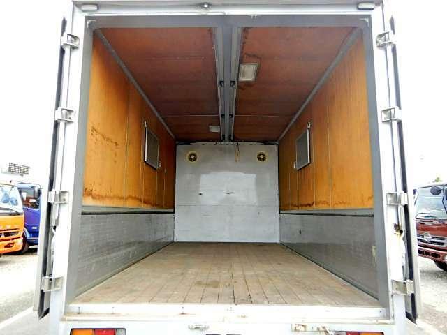 郡司車体・アルミウイング!ウイング左右小窓・換気扇2個あります!