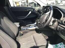 運転席と助手席は分かれており、より没入感を持って運転することができます。S-AWCの走りの良さだけでなく、車体の構造でも「もっと運転を楽しめる」という意識を与えてくれます。