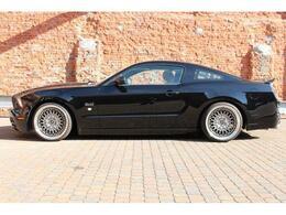 アラゴスタ製車高調も装着されておりローダウンされております。