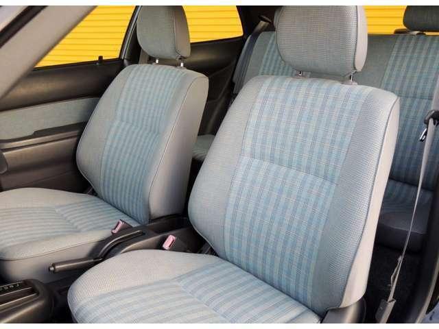 運転席・助手席ともに使用感が少ないです。とても丁寧に扱われていたのではないでしょうか?