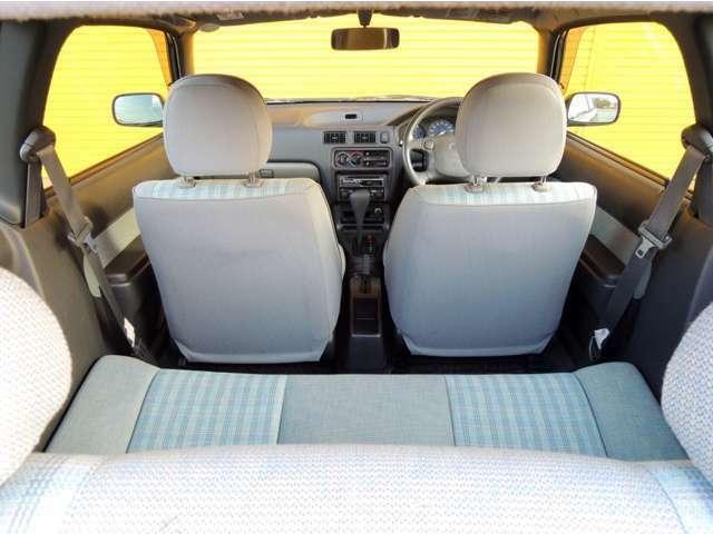 運転席・助手席とも使用感が少ないです。CDは装備されていますが、ナビ・ETC装備をご希望でしたら、どうぞお気軽にご相談ください