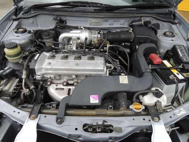 水冷直列4気筒DCHCバルブのエンジンです。エンジンも良好、タイミングベルト交換済み