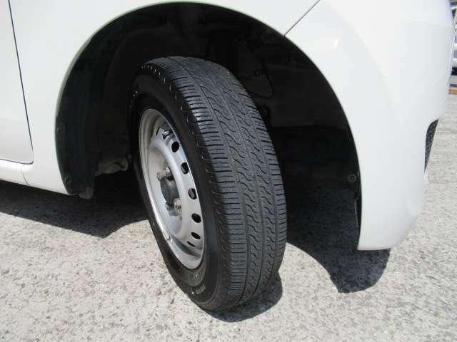 タイヤは安心の国内メーカートーヨータイヤ製!目立った日々得あれも無く、溝もございます。どうぞお確かめ下さい。