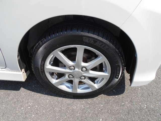 タイヤは、4本すべて7ミリ山です。新品を8ミリと表現します。