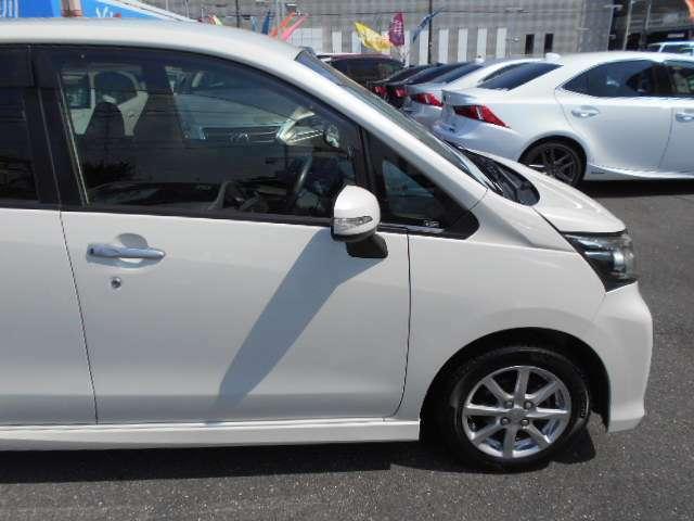 右フロントフェンダーパネルと運転席ドアパネルを交換しています。
