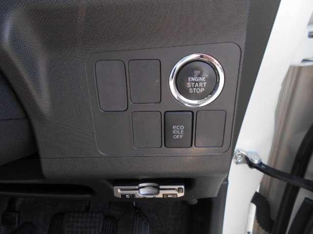 アイドリングストップ機能付きエンジンですが、夏の暑さに耐えれないときは、オフにしてください。写真下には、ETCが見えます。