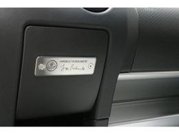 エンジンスタートボタン、パワーウィンドウ、集中ドアロック、イモビライザー、リモートコントロールアラームシステム、ドライバー選択式ESPモード(Drive/Sport/Race/Off)