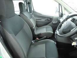 フロントシートもゆったり座れてロングドライブも疲れにくいです。