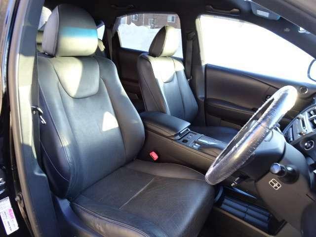 高級感満載のブラックレザーシート!!室内しっかり手入れのされたお車です!