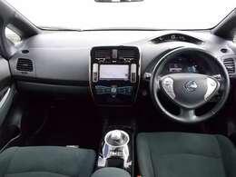 【エクステリア】スッキリとしたシフトレバーで運転席周り広々!近代的なコックピットです。