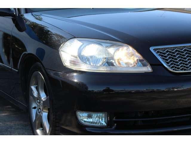 HIDヘッドライト付で、夜間時の視界も広がり安全なドライブをお楽しみください!