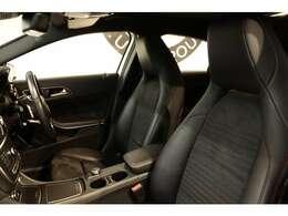 1オーナーならではの綺麗な状態が維持されたブラックレザーDINAMICAシートを装備!メモリー機能付きパワーシートやシートヒーター、ランバーサポートなど長時間の運転も楽々お楽しみ頂けます。