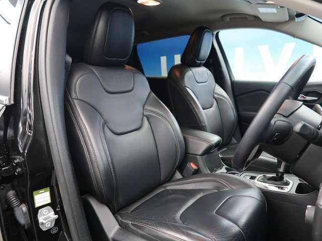 ●前席シート:リミテッドだからこそのブラックレザーシート!高級感を演出してくれます♪使用感もなく綺麗な状態です♪