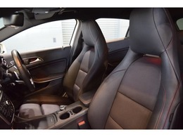 クオリティの高い綺麗な状態が維持された、ブラックレザーシート!メモリー機能付パワーシート、シートヒーター・ランバーサポートなど多機能設定でドライバーをサポート!